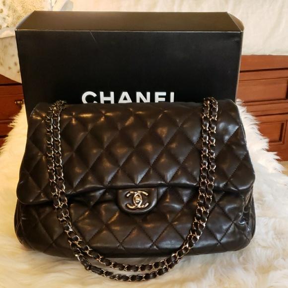 CHANEL Handbags - Chanel Jumbo quilted flapbag